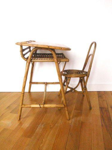 Le bureau pour enfant et sa chaise en rotin et canne de bambou