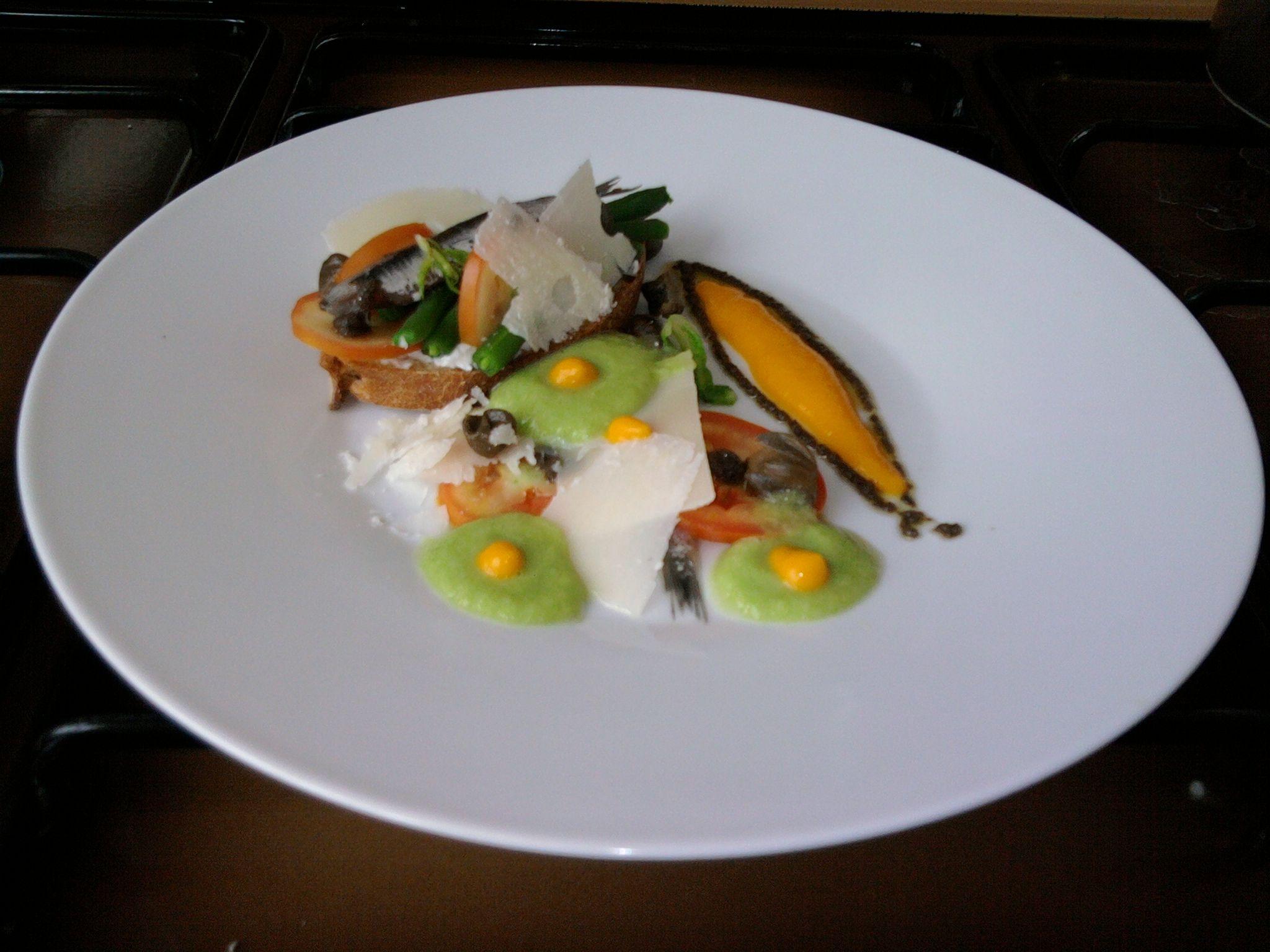 JHS  / Crostino di pane e mascarpone fagiolini e acciughe con grana padano,carote e salsa verde di lattuga Gino D'Aquino
