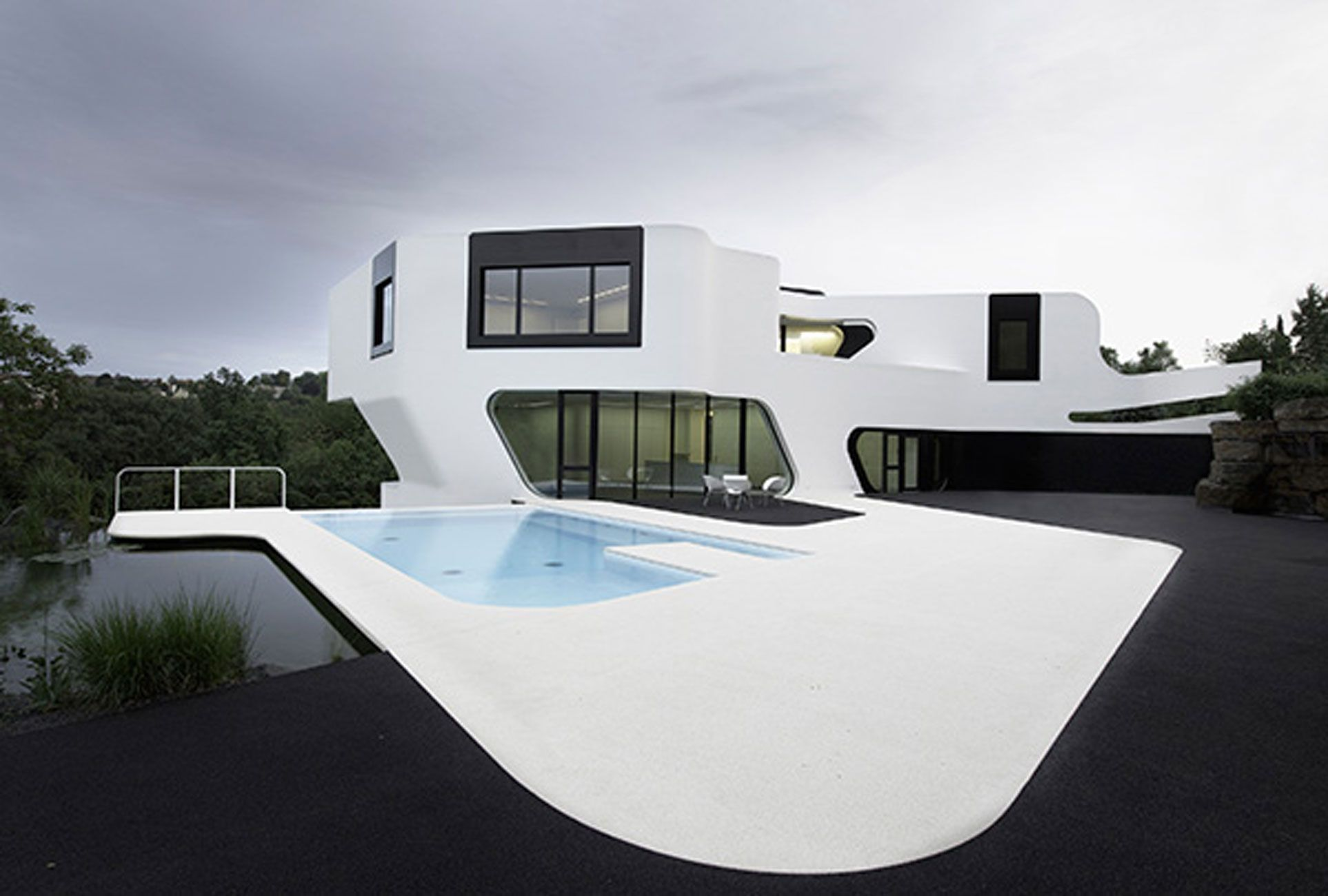 Contemporary Residence With Futuristic Design In Germany   Pool. Picture  From: Viahouse.com