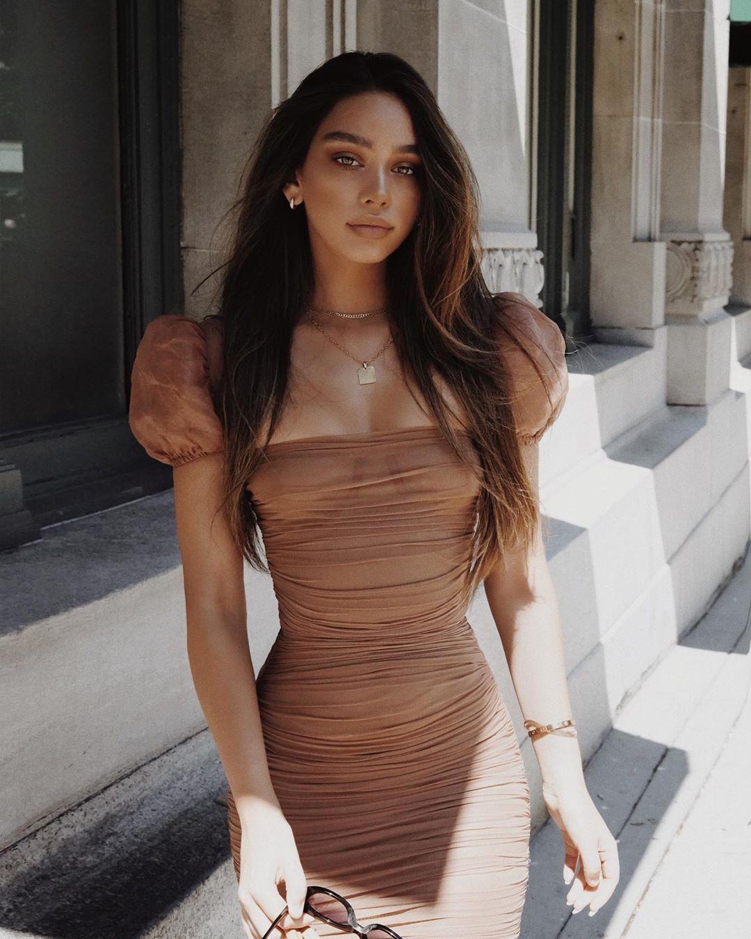 5 платьев, которые выдают обеспеченную женщину