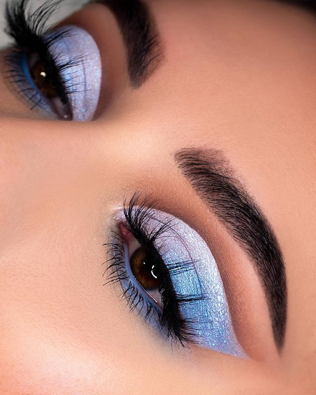 Blue Eyeshadow Eye Makeup This Look Made Me Feel Like A Princess And I Used The Deckofscarlet Holo Glam K With Images Blue Eyeshadow Looks Cute Eyeshadow Looks Eye Makeup