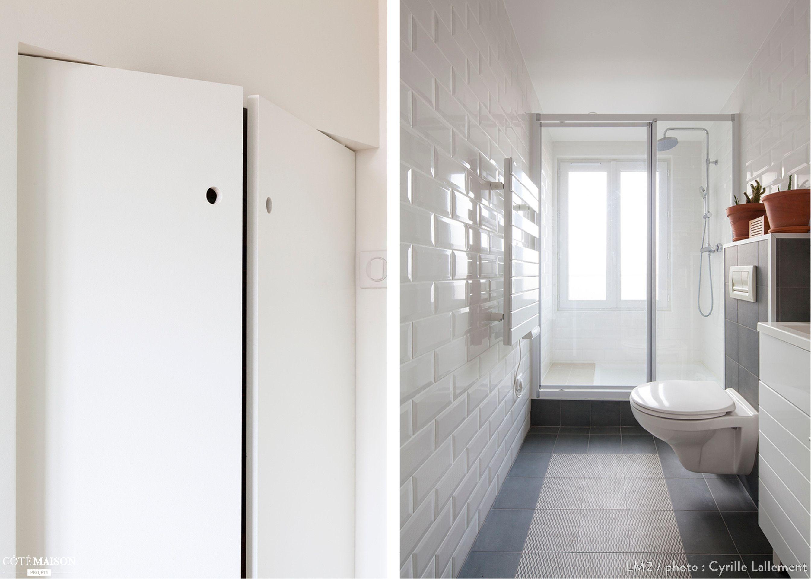 Une salle de bains moderne, tout en longueur, avec carrelage blanc ...