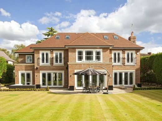 Villa For Sale In Cobham, England Luxurious Homes, Elegant Homes, Luxury  Homes,