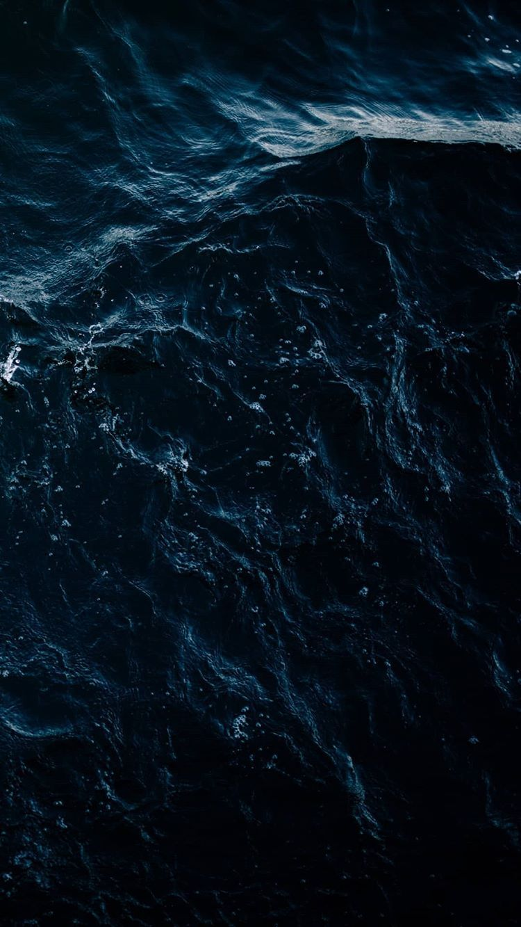 رسـىٰ موج البحر من يَم بيتك ، كأنه عن هوىٰ الآيام داري مٓ
