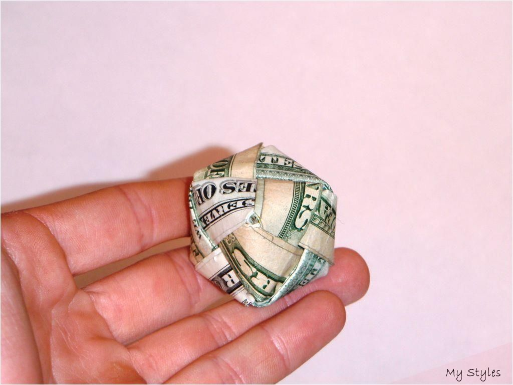 Photo of Oct 14, 2012 – Dollar Bill Origami Cube: For this little piece, we need 6 bills …