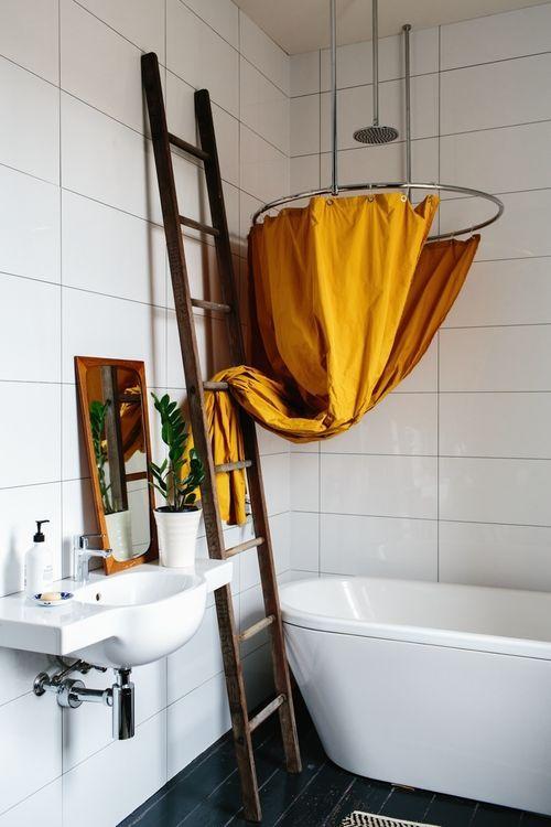 5 Idees Pour Une Deco Jaune Moutarde Deco Jaune Moutarde Rideau Douche Decoration Salle De Bain
