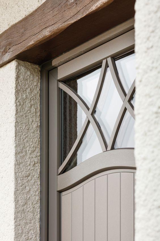 PIERRET REALISATIE* - Pastorij deur met een bijzonder kruishout