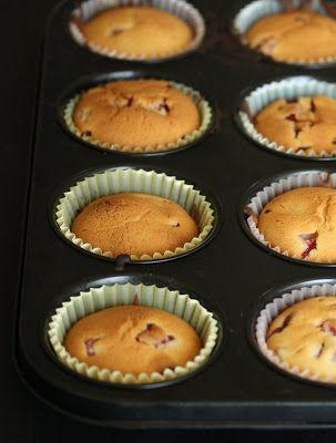 strawberry mochi cupcakes