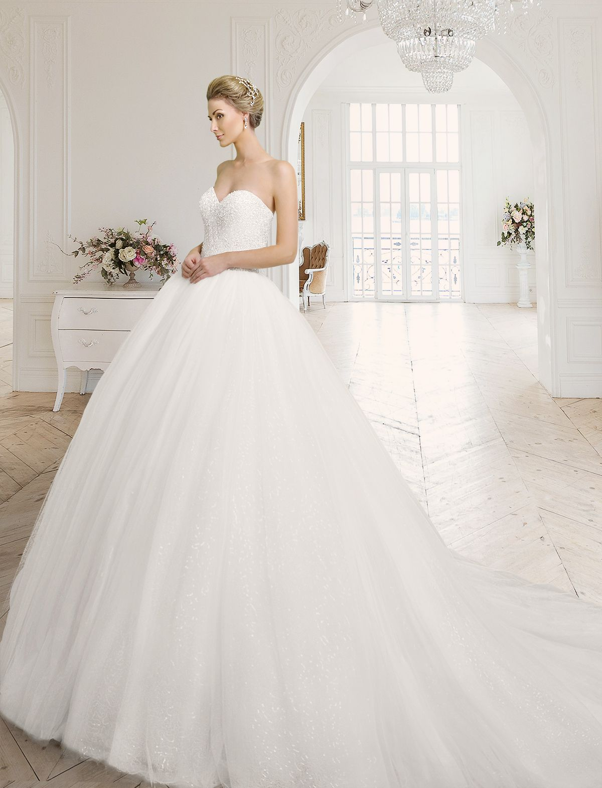 Pompöses Prinzessinnen Brautkleid aus Satin, Tüll und glanzvollem