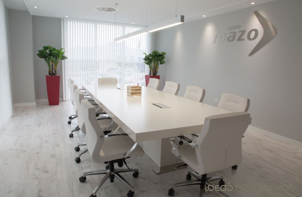 Interiorismo sala de juntas decoraci n de interiores en for Decoracion de interiores logo