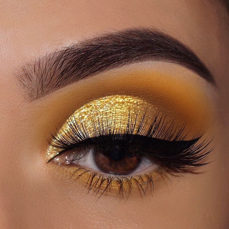 "Photo of ColourPop Cosmetics on Instagram: ""came thru drippin' honey 🍯 describe this look using only ONE EMOJI! 👇 wearing: uh huh honey eyeshadow palette ($12) – @nasiabelli -…"""
