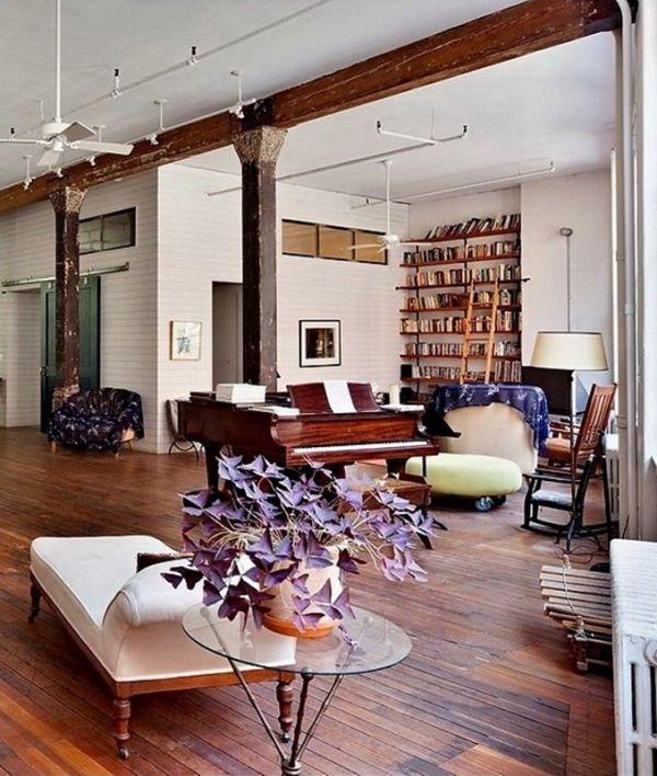 Loft rustikales Ambiente Klavier-Sitzmöbel sichtbare Balken-Decke ...
