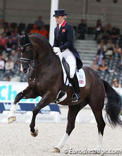 Charlotte dujardin on valegro for great britain team for Dujardin grange