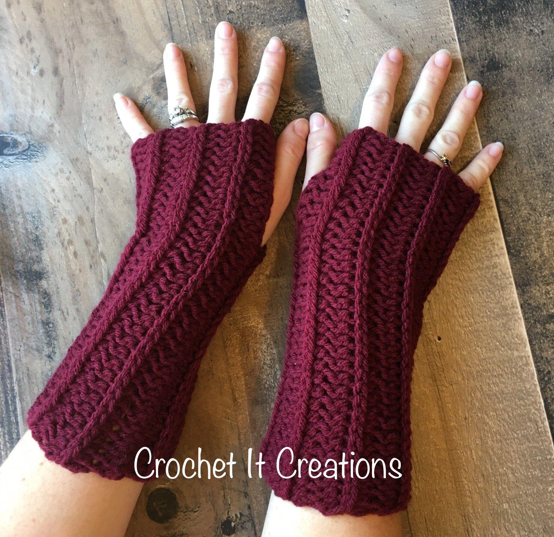 FREE Camel Stitch Fingerless Gloves Crochet Pattern - Crochet it Creations #gloves