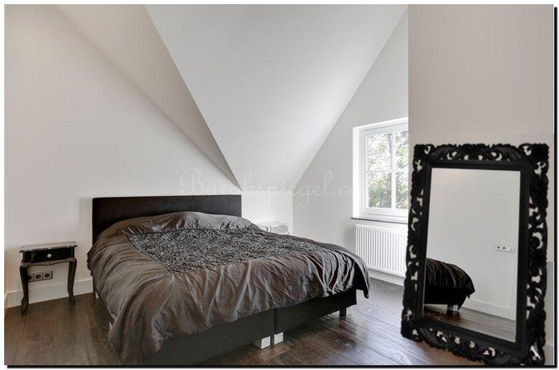 Grote luxe spiegel zwarte lijst in slaapkamer | Spiegel in ...