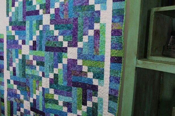 The Sticks and Stones Quilt: Easy Quilting Tutorial with Jenny Doan of Missouri Star Quilt Co & Missouri star quilt co. Sticks \u0026 stones.. fantastic use of jelly ... pillowsntoast.com