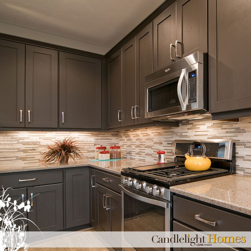 We love the color combination of this beautiful kitchen for Color combination for kitchen cabinets