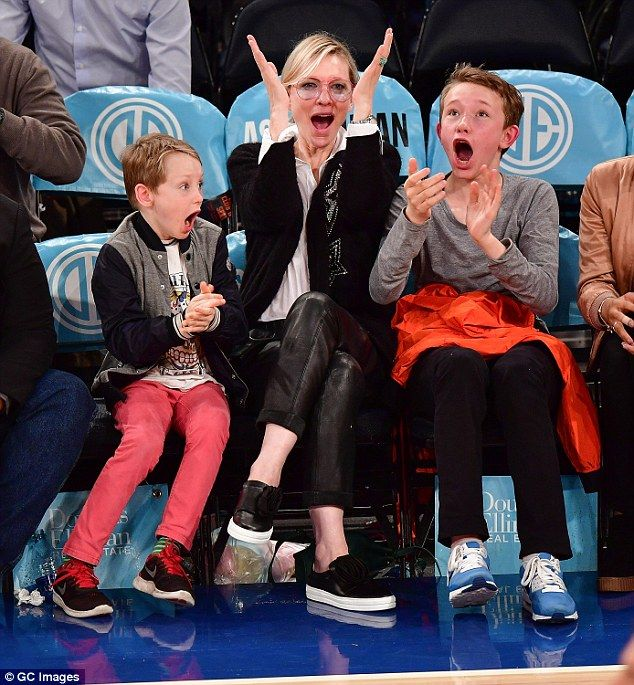 Cate Blanchett cuddles up to her sons at basketball game ...