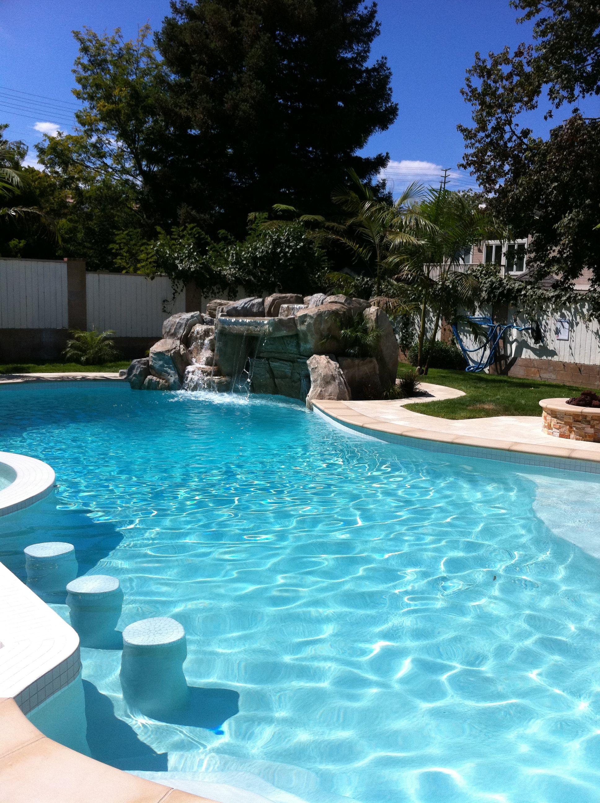 I 39 ll have a margarita please architecture piscinas for Disenos de cascadas para piscinas