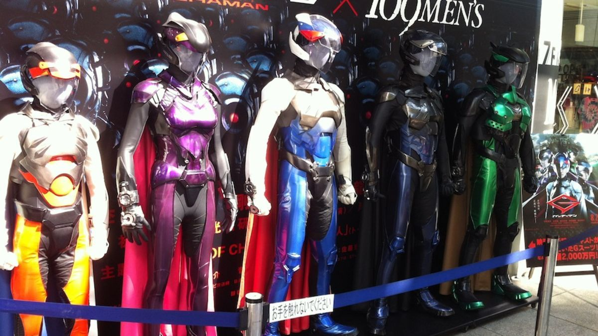 You've seen a glimpse of them in action, but Toho has put the bird-themed superhero outfits of the live-action Gatchaman movie's new team outside the 109 Men's department store in Shibuya, and my god, are they fantastic.