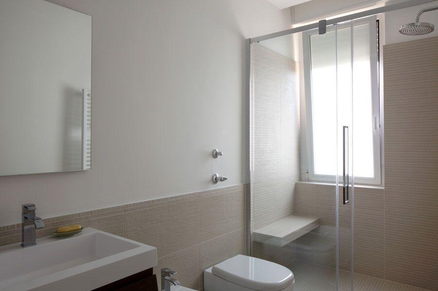Idee di interior design bagno soluzioni per bagni piccoli for Arredo bagni piccoli