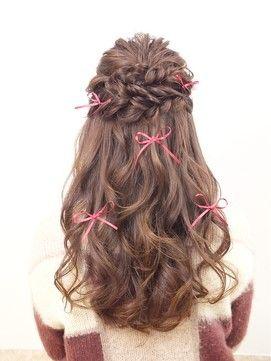 ロングヘアやセミロングの方に結婚式の髪型で人気のハーフアップの