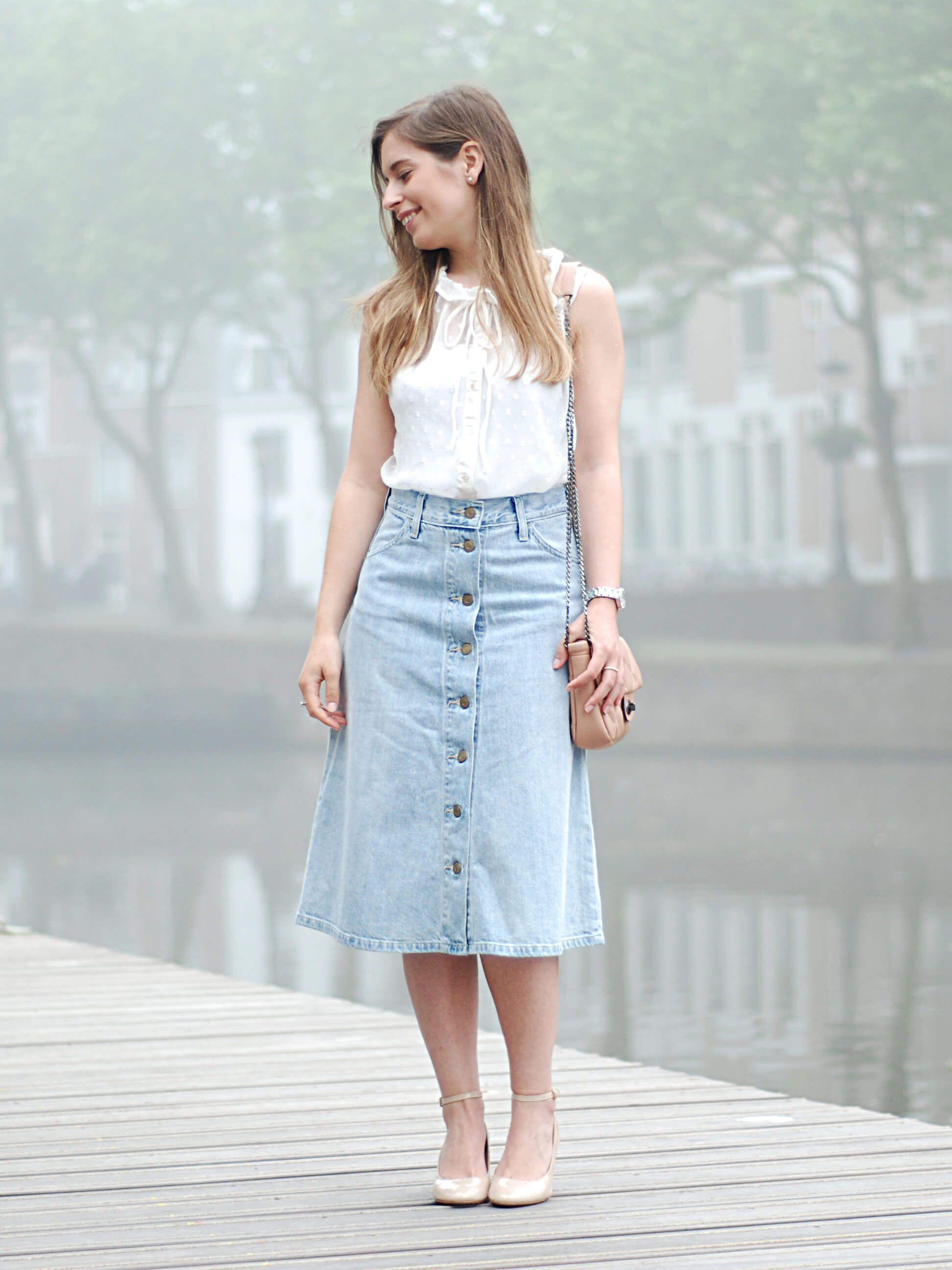 546a7b82a Midi denim skirt, ruffle blouse and block heels by The petite Cat ...