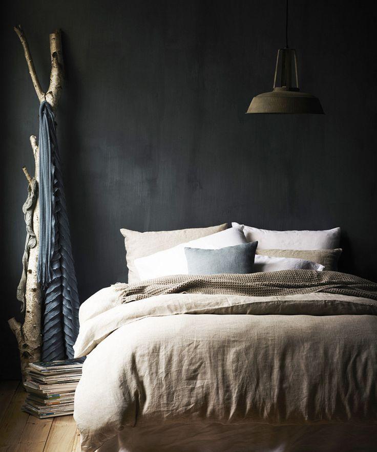 Slaapkamers met donkere muur | bedrooms | Pinterest | Betonfarbe ...