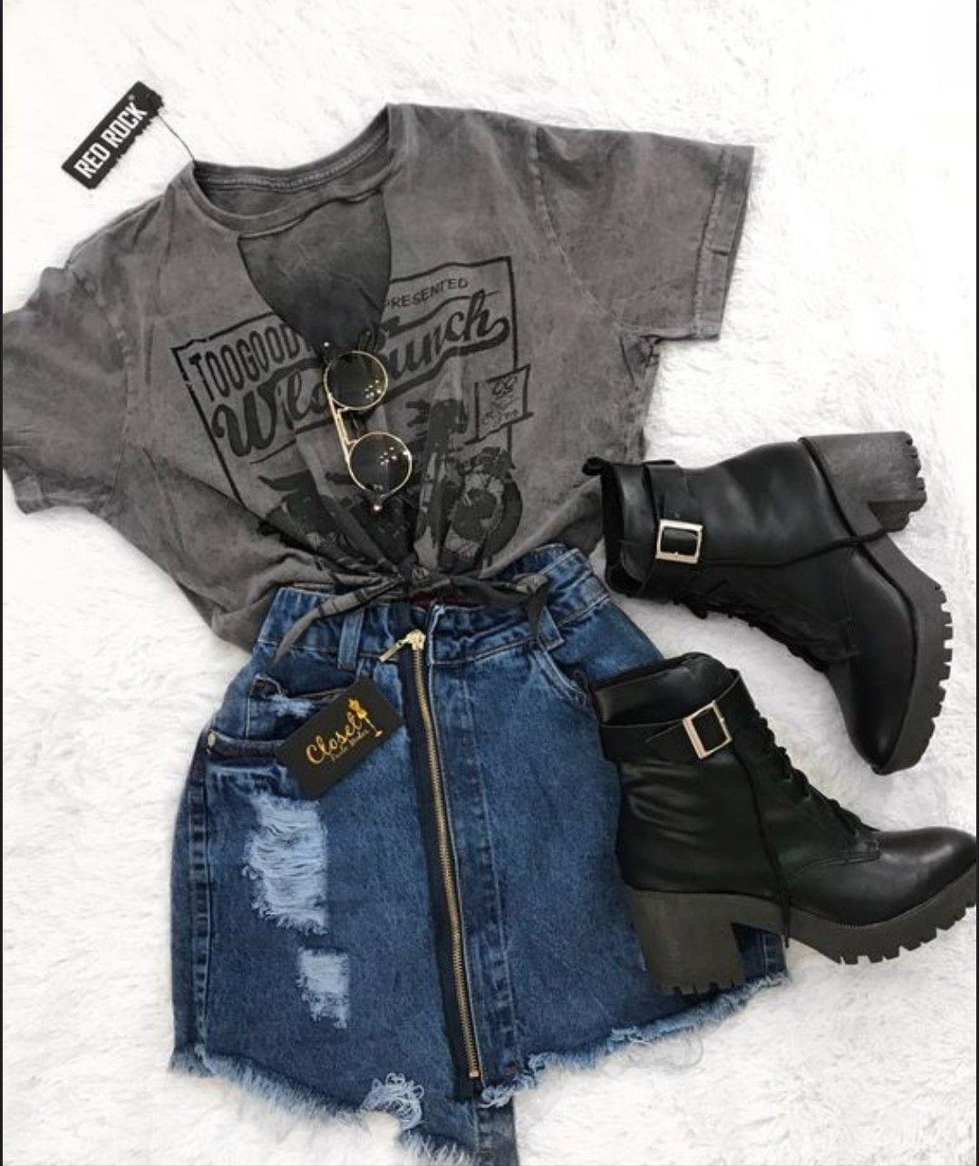 E  vocês também gostam de mini saia com botas de canos curtos? Esse look tem um ar meio Rock and Roll...cara de outono, sei lá #rockandrolloutfits