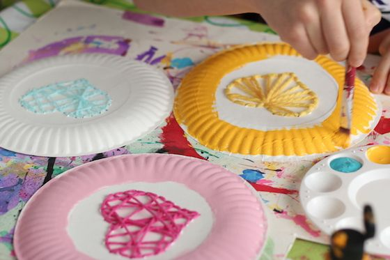 woven hearts on paper plates & Paper Plate Yarn Weaving - Sewing Hearts | Paper plate crafts Craft ...