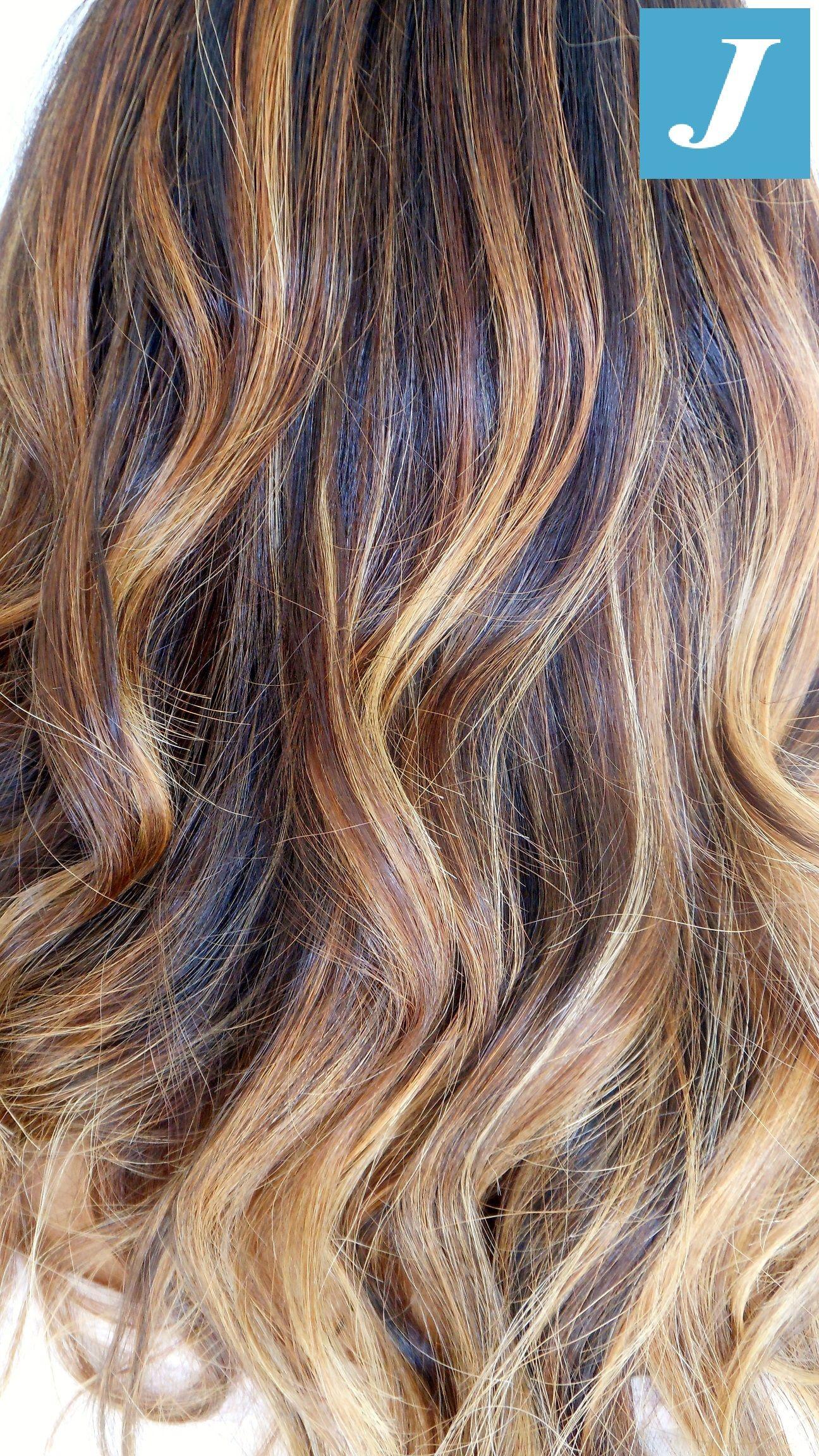 Colore capelli nocciola con meches