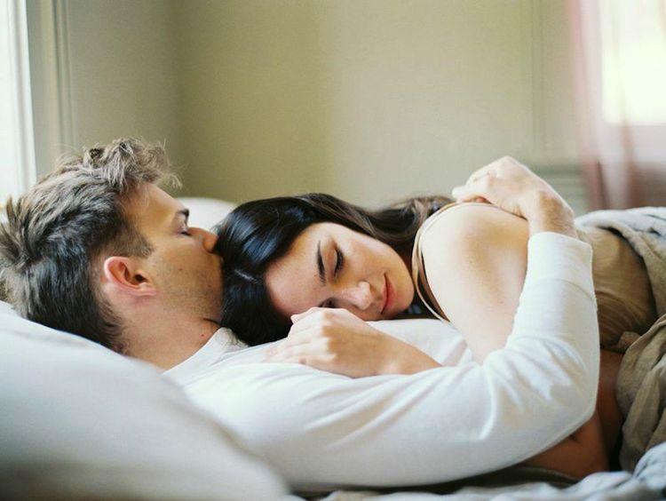 Пара спит картинка