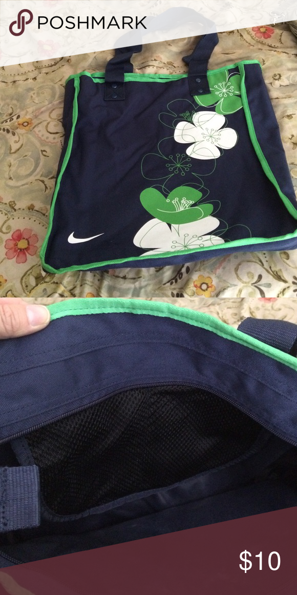 Nike bag Nike bag. Zips at top and has pockets on the inside Nike Bags Totes