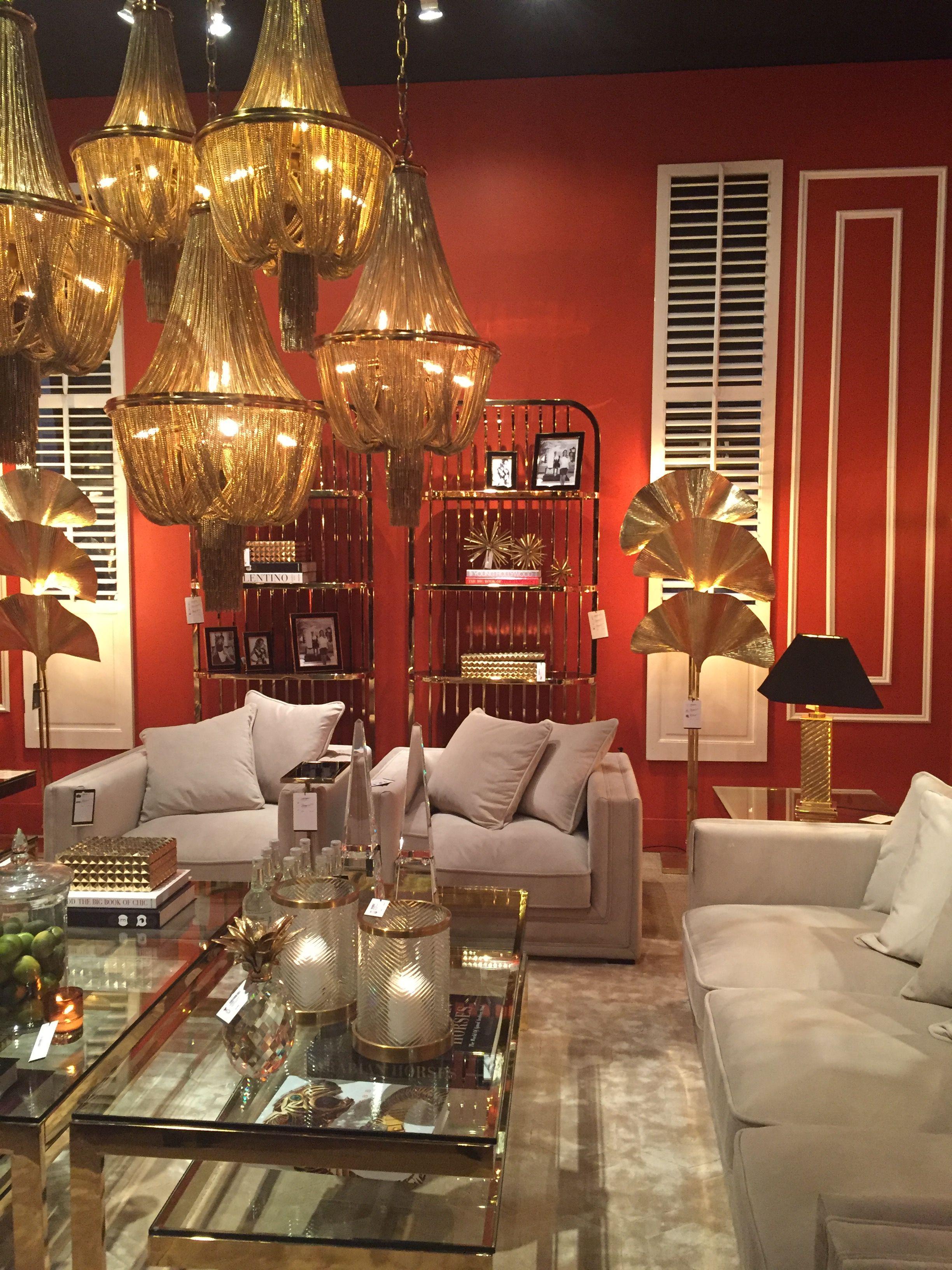 Дизайн интерьера Гостинная столик, люстра из цепочек, диван Красный ...