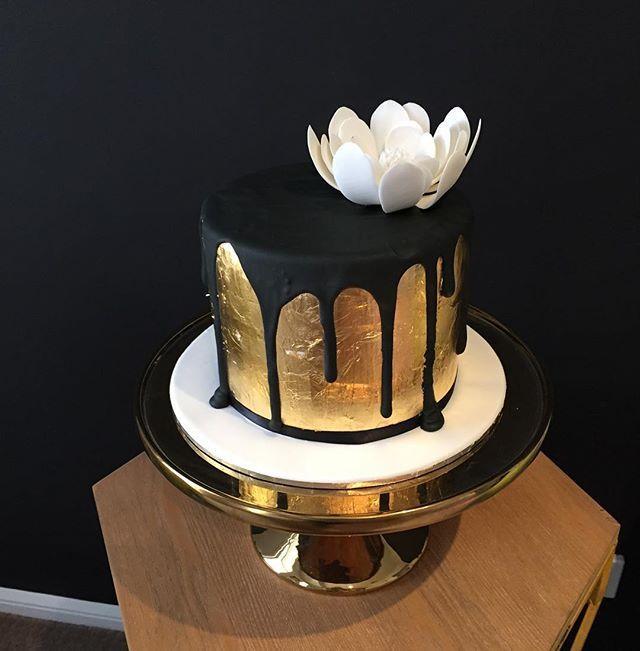 Fabulous Black Birthday Cake Best 25 Black And Gold Cake Ideas On Pinterest Personalised Birthday Cards Beptaeletsinfo