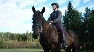 Historioitsija Teemu Keskisarja kirjoitti hevosista pitävästä Mannerheimista kirjan