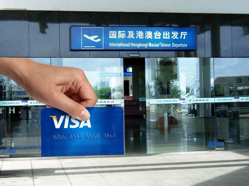 In airports, hotels and other travel locations with sliding glass doors, large decals make it look like a Visa card is being swiped. #OOH