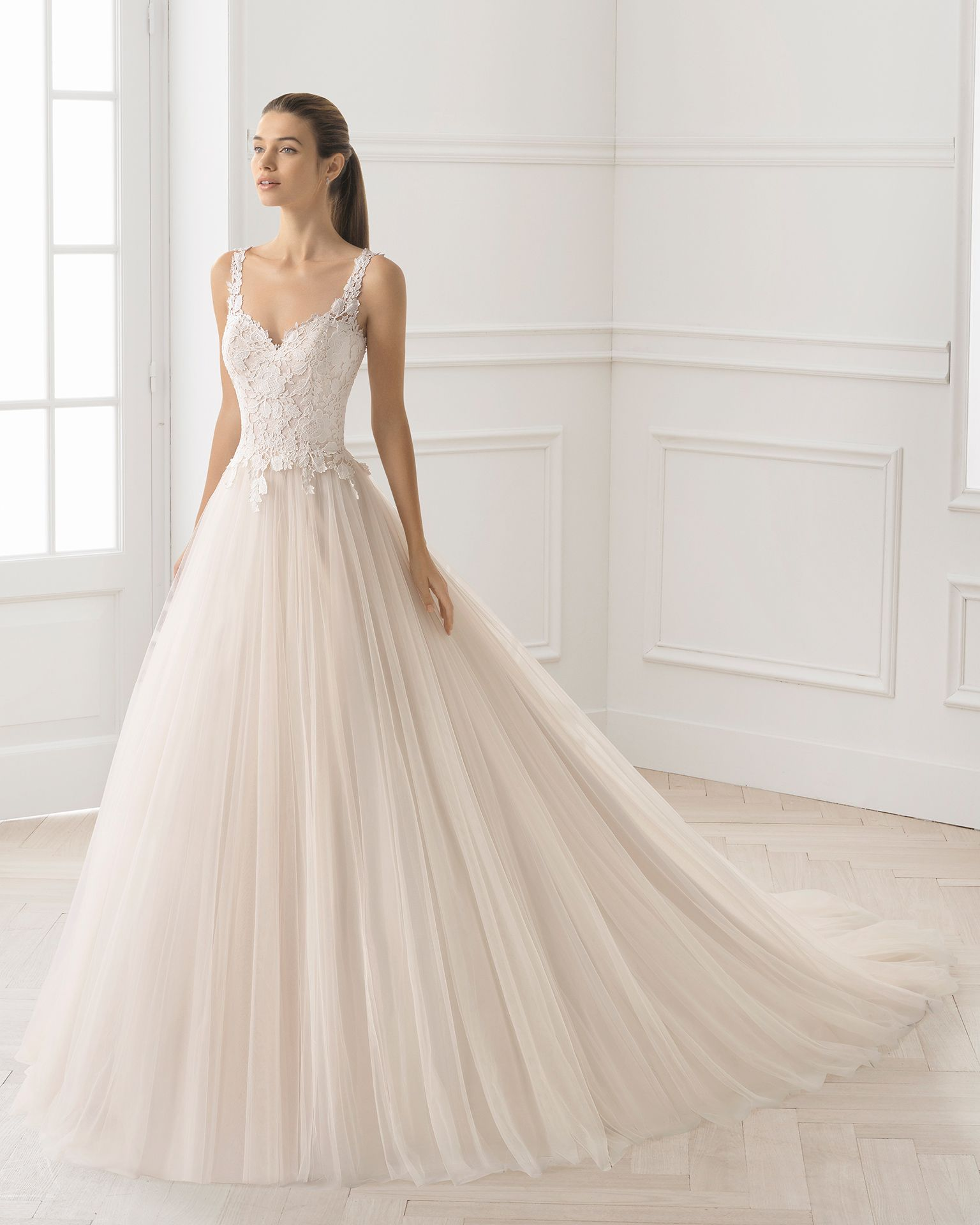 8d3f2e8e15 Rosa Clará Bayard esküvői ruha, 2019-es Barcelona kollekció | Esküvő ...