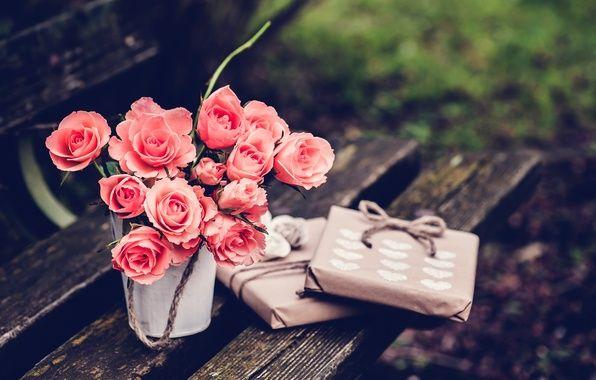 мелкие розовые розы разбросаны на полу обои на рабочий ...