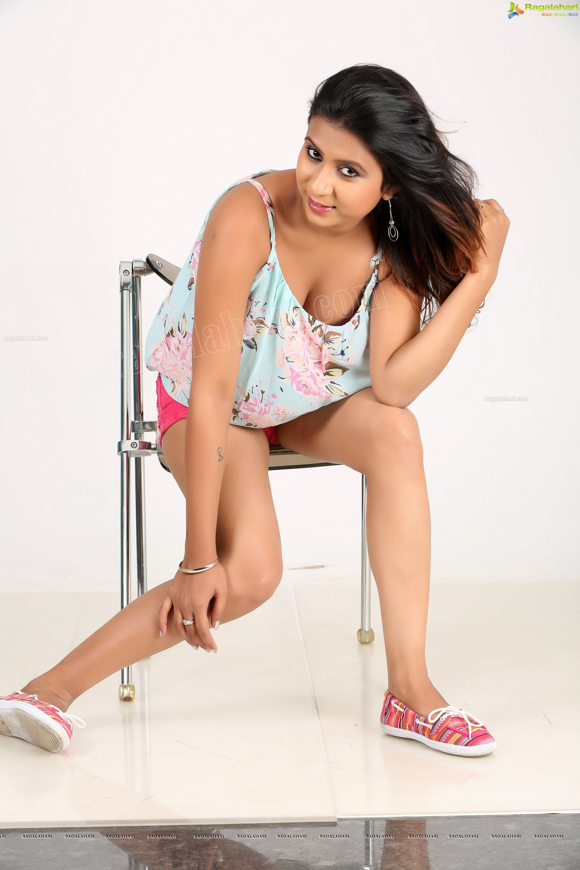 Telugu Heroine Vidya Indurkar Shoot Stills Image 85