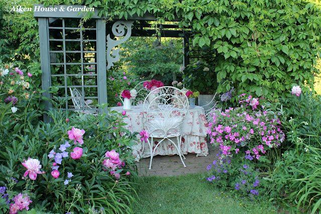 Love this little seating area. Aiken House & Gardens: Romantic Garden Style