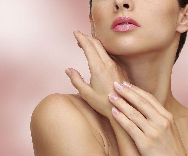 Na dlani a prstoch rúk máme citlivé body, ktoré sú priamo spojené s jednotlivými orgánmi nášho tela. Ak vás niečo bolí, uľaví sa vám po tom, ako si pomasírujete určitý prst či časť ruky. Tak budete pôsobiť na telesný orgán a bolesť ustúpi!