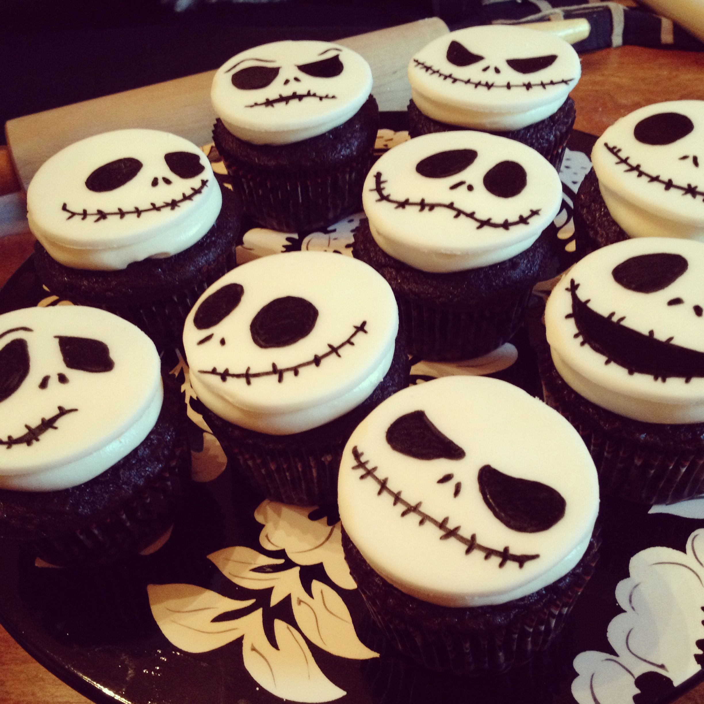 Jack Skellington cupcakes white fondant with gourmet food pen sketching