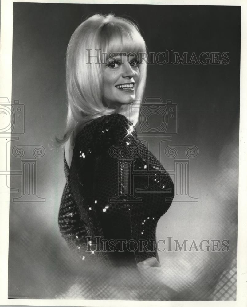 Carol Wayne Twitter massage picture photos photo