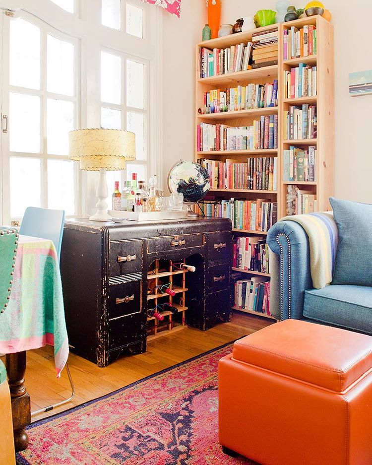 This author's cozy book-filled San Francisco apartment ...