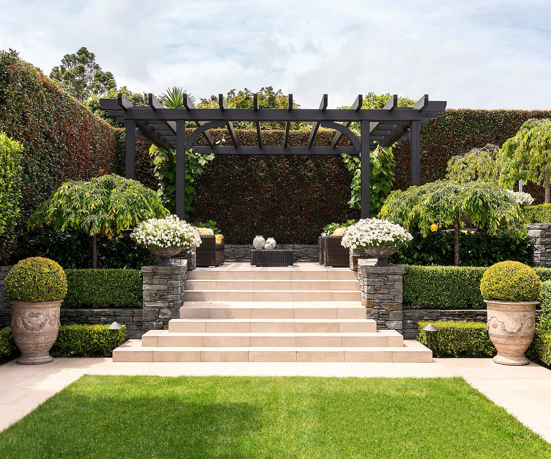 This 1930s Home In St Heliers Is Filled With Beautiful Antique Pieces Classic Garden Design Rustic Gardens Classic Garden