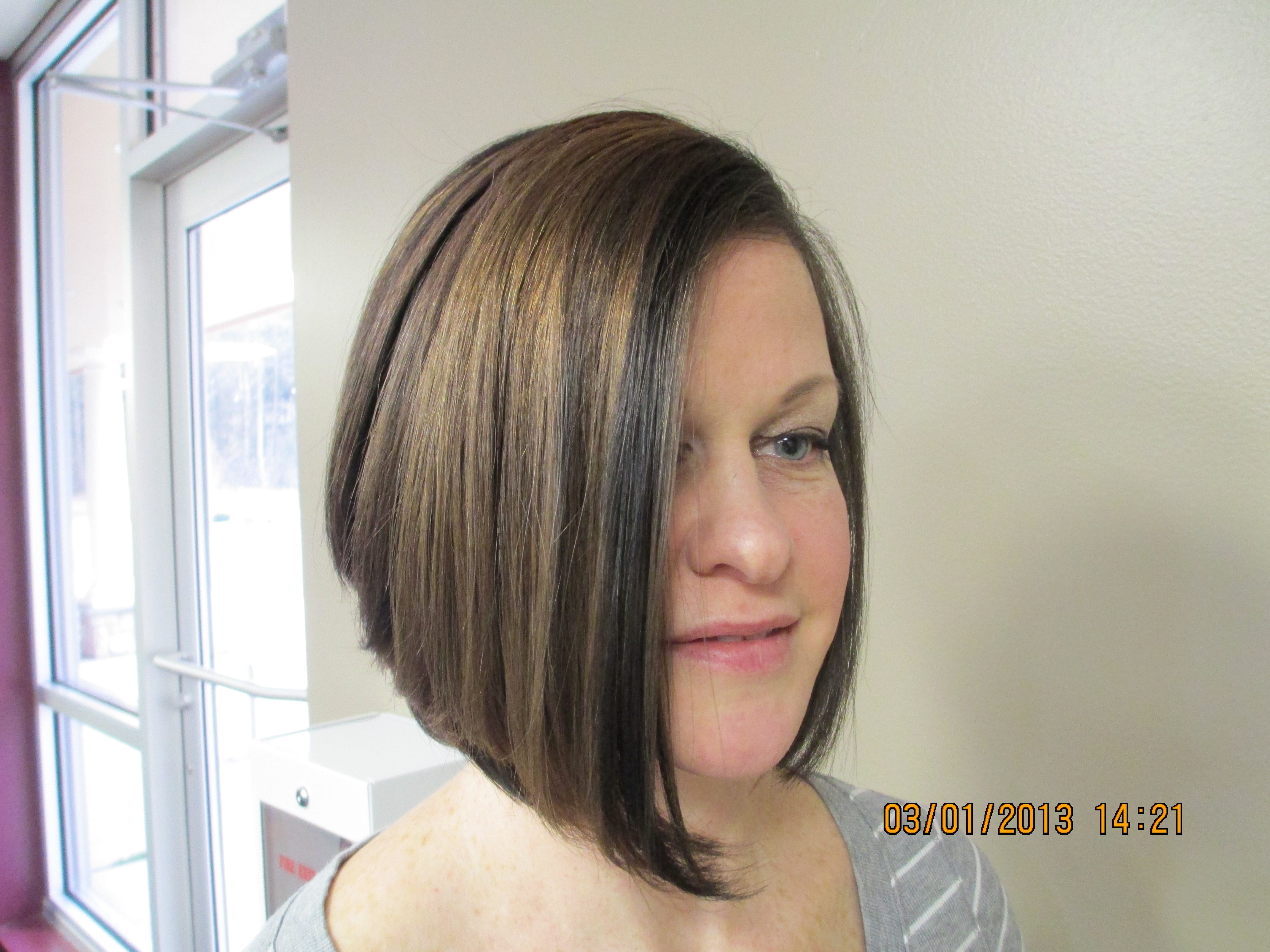 Inverted Bob And Caramel Highlights By Bonnie Paynter La Bella Vita Salon And Day Spa Dover De Short Hair Styles Beauty Hair Styles