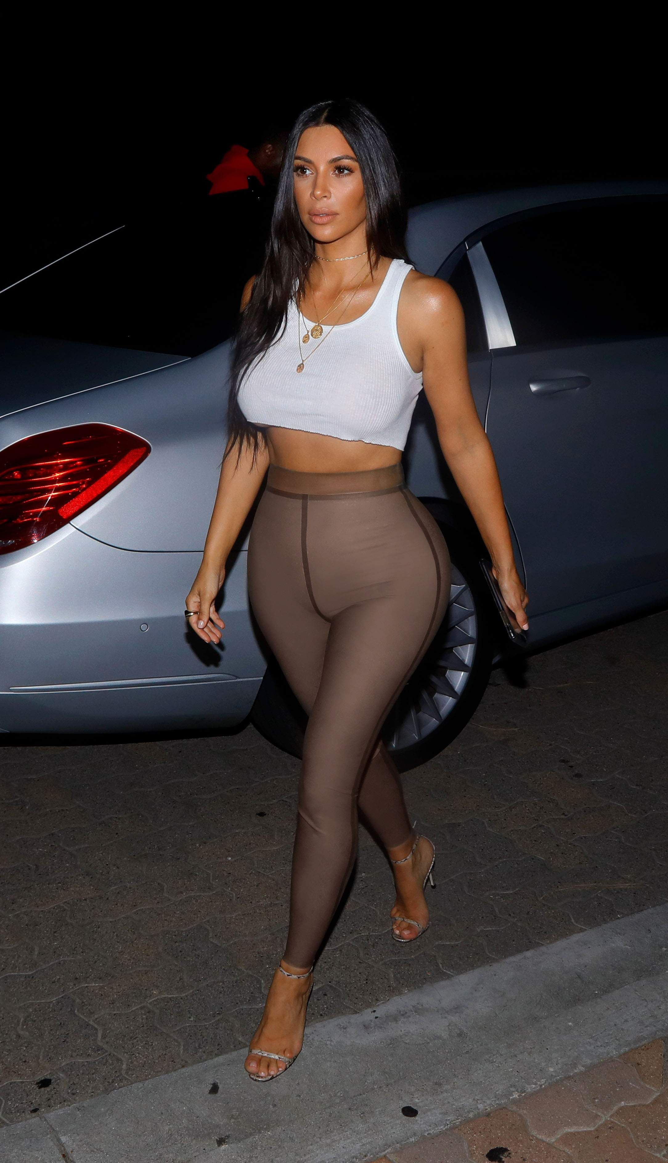 pics OMG: See Kim Kardashians Insane Nude Cover for Paper Mag