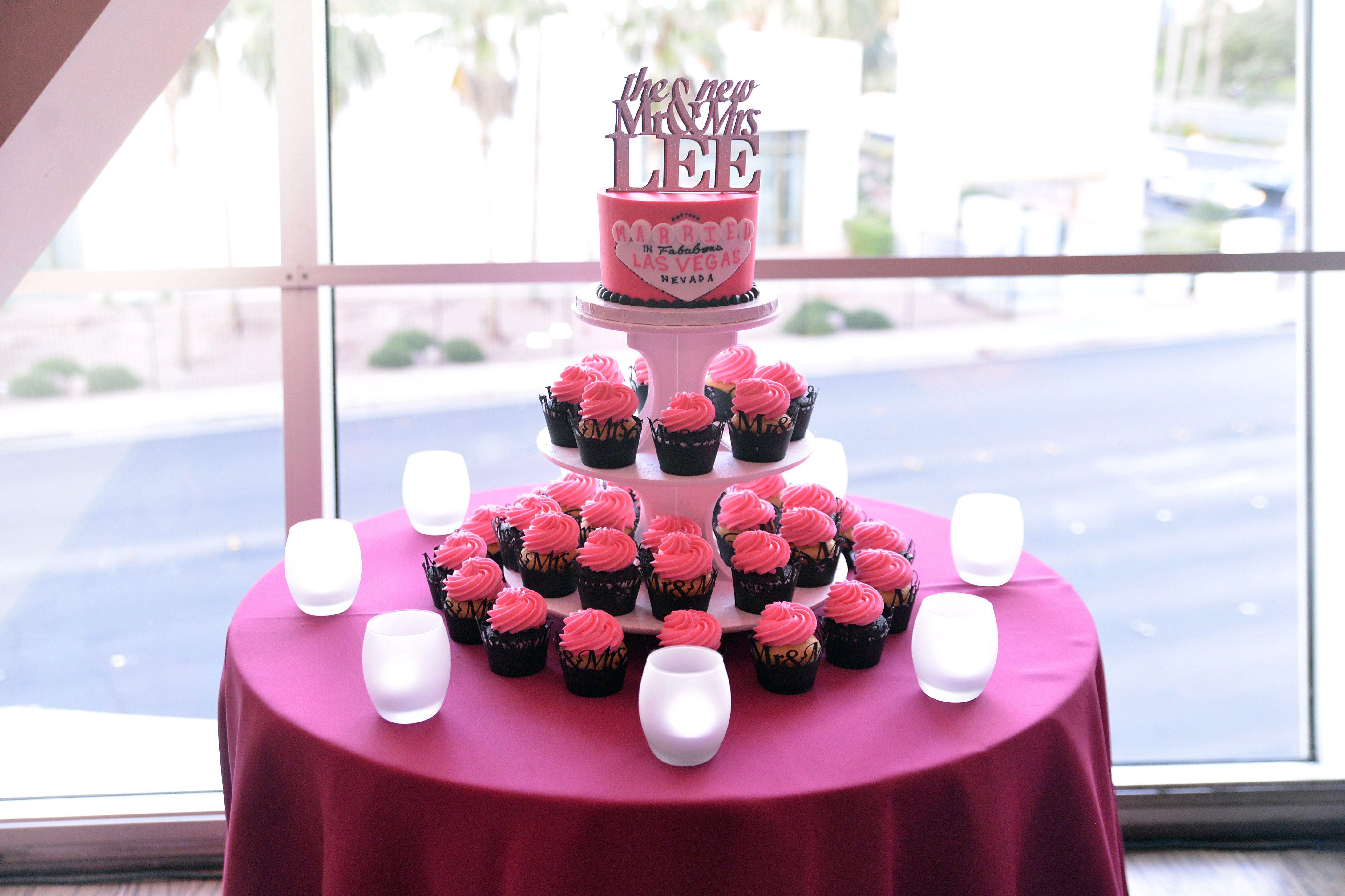 Cupcake tower Las vegas wedding cakes, Vegas wedding