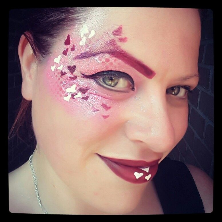 All you need is love Inspired by Léa Selley facepaint hearts eye-design